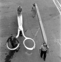 © photo by Allan Grant  Photo de tournage de L'homme qui rétrécit – The Incredible Shrinking Man – de Jack Arnold, sorti en 1957