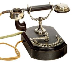 Antique Siemens & Halske Telefone Telephone sold by Auction Team Brecker for €700