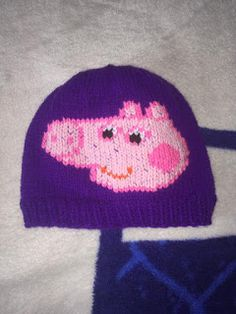 NL crafts: peppa pig hat Fun Cooking, Peppa Pig, Ornaments, Purple, Hats, Red, Hat, Christmas Decorations, Ornament