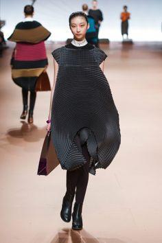 Défilé Issey Miyake automne hiver 2014-15 : Hypnotisante, cette robe ! #PinPFW