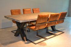 eettafel-kansas-kruispoot-metaal-eiken-stoelen-sabine-handwish-leder-cognac.jpg 640×427 pixels
