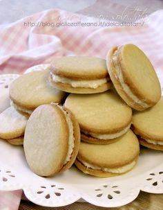 Biscotti farciti con crema al limone | senza uova e lievito