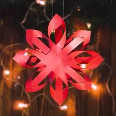 Christmas Paper Crafts, Diy Christmas Ornaments, Christmas Projects, Christmas Tree Decorations, Holiday Crafts, Cute Crafts, Crafts To Make, Diy Crafts, Snowflake Maker
