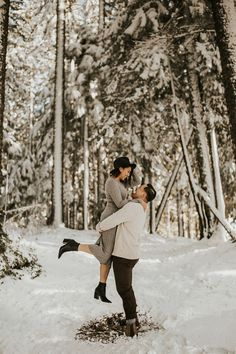 Stay warm with these winter engagement photo outfit ideas | Image by Analy Photo