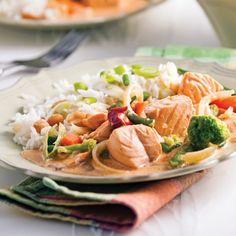 Saumon au cari à la thaï Thai Recipes, Spaghetti, Food Porn, Cooking, Calories, Mousse, Organize, Oriental, Drink