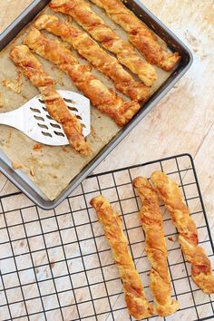 Bacon and Cheese Straws - Easy Peasy Foodie Nibbles For Party, Appetizers For Party, Appetizer Recipes, Christmas Appetizers, Pastry Recipes, Baking Recipes, Cheese Twists, Cheese Puffs, Cheese Straws