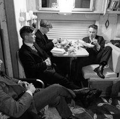 """On set of """"Peaky Blinders"""" - John Shelby Peaky Blinders, Peaky Blinders Series, Cillian Murphy Peaky Blinders, Michael Peaky Blinders, Finn Cole, Joe Cole, Boardwalk Empire, Series Movies, Tv Series"""
