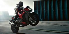 BMW S1000R Launched in India priced Rs 22.83 Lakhs.