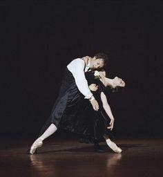 Aurélie Dupont and Manuel Legris in La Dame aux camélias (Margeurite and Armand)