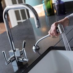 Cleaning dishes will never be a problem again with this Franke Filter tap with pull out spray. Worktop Silestone Blue Arden from Bath Granite and Marble. Picture from a recent Kitchen design project. It's your kitchen let's make it perfect [Link in bio] Cozy Kitchen, Kitchen Taps, Work Tops, Home Hacks, Kitchen Accessories, Granite, Filters, Kitchen Design, Kitchens