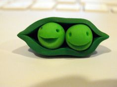 peas in a pod, I'd like to make these in fondant icing for the tops of cupcakes