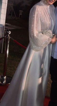 Hijab Evening Dress, Hijab Dress Party, Evening Dresses, Stylish Dresses, Elegant Dresses, Pretty Dresses, Beautiful Dresses, Abaya Fashion, Fashion Dresses
