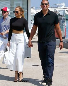 Jennifer lopez and her boyfriend - the former baseball player Alex Rodriguez were on a romantic Paris getaway!  The couple flew from Miami to Nice, France, last week, then hiked it on over to Monaco where they boarded a luxury yacht, and made it over to Èze on the French Riviera, where they grabbe