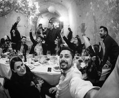 Le feste si fanno con gli amici perché con i nemici non vengono bene. #vintage #happy #friends  #vintageposter  #artprint #thetradingfraternity #stockmarket #wallstreet #forex #business #motivation #challenge #mentor #millionaire  #lifestyle #vesuvio  #instagram #italia #italy #italian #igersitalia #ig_italy  #ig_europe #igworldclub #igworldclub  #igersitaly #instagramitalia #beautifuldestinations #yallersitalia  #vivo_italia