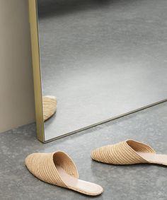 Arles großer Spiegel (65 x 170 cm), Messing | MADE.com Leaning Floor Mirror, Floor Standing Mirror, Messing, Home Living Room, Arch, Buy House, Flooring, Grande, Bedroom