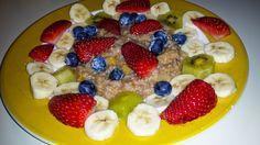 """SteVi folgt dem Trend und versucht sich im veganen Fasten. Frühstück: Warmes Dinkelfrühstück"""" mit allerlei leckerem Obst."""