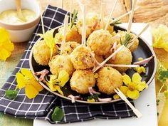 Bak hierdie smullekker broodjies in inmaakblikke. Garlic Bread, Potato Salad, Cauliflower, Meet, Treats, Vegetables, Cooking, Ethnic Recipes, Kos