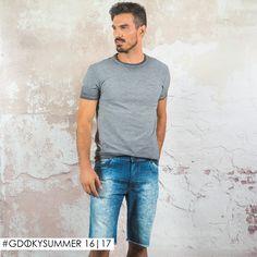 Bermuda skinny com barra desfiada. Perfeita para looks modernos e cheios de estilo! #GdokyMen #Estilo #Atitude ;)
