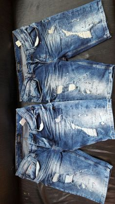 Arsi washing dizayn #MensFashionShorts Denim Attire, Denim Outfit, Diy Ripped Jeans, Denim Jeans, Mens Clothing Uk, Mens Casual Jeans, Mode Jeans, Denim Fashion, Andorra