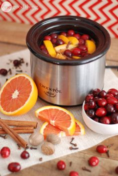 Make You House Smell Like Fall or Christmas With These Simmering Potpourri Recipes – iSeeiDoiMake Homemade Potpourri, Simmering Potpourri, Stove Top Potpourri, Potpourri Recipes, How To Use Potpourri, House Smell Good, House Smells, Fall Scents, Home Scents