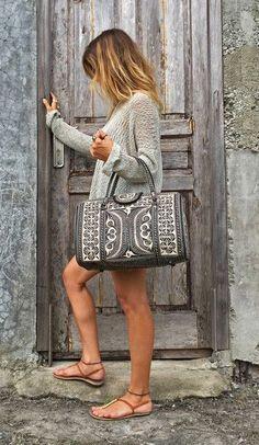 Hitam Mini Banda Bag (Pre-order):