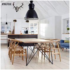HYHED  . Plankebord model BJÖRK er nu klar til salg med en bordplade i de mål du ønsker . . . . #TRÆFOLK #nyhed #spisebord #plankebord #indretning #boligindretning #bobedre #boliginteriør #køkken #renovering #nythus #snedker #madlavning #boliginspiration #handmade #madeindenmark #nordiskehjem #nordic