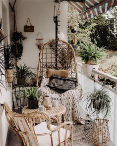 New Stylish Bohemian Home Decor and Design Ideas Small Balcony Design, Small Balcony Decor, Balcony Ideas, Balcony Plants, Balcony Decoration, Bohemian Patio, Bohemian Interior, Bohemian Cafe, Apartment Balcony Decorating