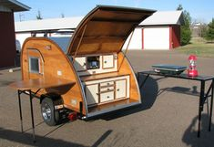 Sleek, retro teardrop campers are back in style among environmentally-minded travelers who want to maintain a small carbon footprint — even while on vacation. From MOTHER EARTH NEWS magazine.