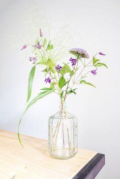 Bloemen in Bohemian stijl - Stek Woon & Lifestyle Magazine Home Flowers, Little Flowers, Cut Flowers, Fresh Flowers, Beautiful Flowers, Arrangements Ikebana, Floral Arrangements, Pot Plante, Flower Bomb