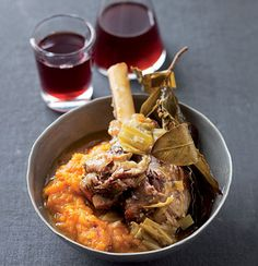 Fall-off-the-bone lamb shanks on sweet pumpkin mash. When I own my own restaurant one day. Lamb Recipes, Meat Recipes, Healthy Dinner Recipes, Cooking Recipes, Pumpkin Mash, Roast Pumpkin, Good Food, Yummy Food, Awesome Food