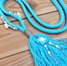 Equestrian helmets might not be the most significant style feeling today, but there are some stories behind them. Kt Tunstall, Tassel Necklace, Turquoise Necklace, Rope Halter, Horse Games, Trail Riding, Horse Pictures, Equestrian Style, Horse Tack