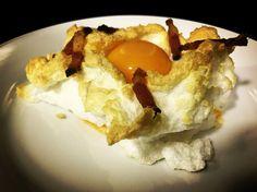 https://flic.kr/p/UEP8kD | Huevos nube. koketo | Los huevos nube son una nueva elaboración o evolución. Se trata de un merengue horneado acompañada por baicon o queso y con la yema líquida. koketo.es/huevos-nube/ @chefkoketo