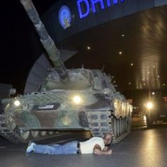 Dramatic image shows man lying in front of tank in Turkey NBC News Jul 2016 / News, Sports, Weather, Entertainment, Local & Lifestyle - AOL Turkish Military, Turkish Army, Turkish Men, Shiga, Pena Capital, Photo Choc, Turkish People, Men Lie, Military Coup