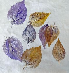 Design your own patterned fabric with plant materials, found in nature. In this project, you'll trasfer the pattern of assorted leaves on. Nature Prints, Fabric Painting, Art Boards, Fabric Crafts, Jewelry Art, Fabric Design, Art Decor, Printing On Fabric, Diy And Crafts
