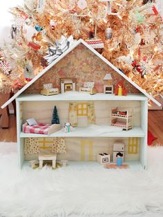 5 Entertaining DIY Dollhouse Projects For Your Children DIY Projects The concept of DIY dollhouse building is simple but the methods are complex. When people first decide to go for a DIY dollhouse construction, they beg. Homemade Dollhouse, Diy Dollhouse, Dollhouse Furniture, Diy Furniture, Miniature Dollhouse, Diy For Kids, Crafts For Kids, Dollhouse Tutorials, Beautiful Mess