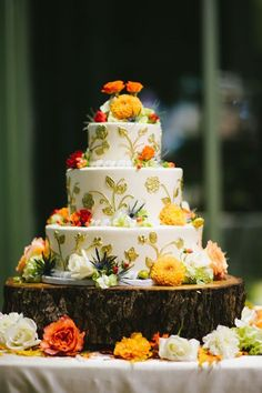 It is always our first choice to create a wedding cake that reflects the colors and flavors of the season. An autumn wedding offers the perfect opportunity  for these seasonal wedding cakes and  you will never be wron...