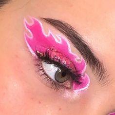 25 Pretty Makeup Looks to Try in 2019 Edgy Makeup, Makeup Eye Looks, Eye Makeup Art, Crazy Makeup, Smokey Eye Makeup, Cute Makeup, Pretty Makeup, Skin Makeup, Drugstore Makeup