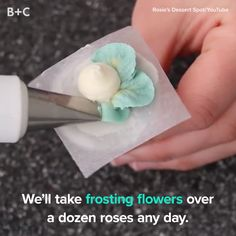 Drooling over these beautiful frosting flowers.