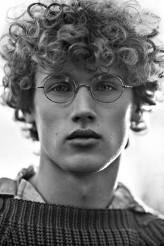 Bram Valbracht Poses for Elle Men China April Editorial Curly Hair Cuts, Long Curly Hair, Curly Hair Styles, Wavy Hair, Black Curly Hair, Boy Hairstyles, 1940s Hairstyles, Wedding Hairstyles, Grunge Hair