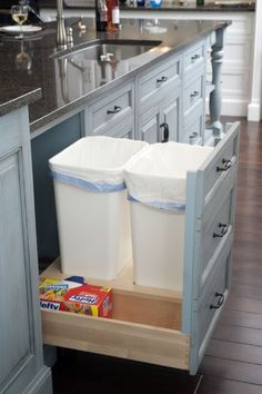 Pull out drawer for garbage cans