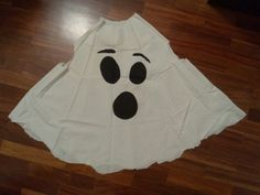 White fleece blanket/ poncho with felt eyes/ mouth hot glued on Halloween Dinner, Family Halloween Costumes, Halloween 2018, Baby Halloween, Toddler Ghost Costume, Ghost Costumes, Girl Costumes, Elmo, Blanket Poncho