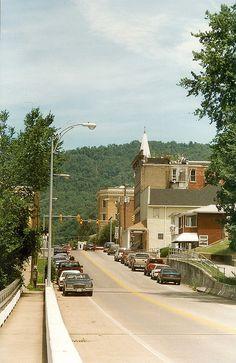 Hinton WV: Summers County: Temple Street by Chuck & Alice Riecks, via Flickr