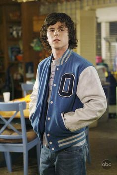 Axl Heck, played by Charlie McDermott (The Middle) The Middle Tv Show, Stuck In The Middle, Axl The Middle, Charlie Mcdermott, Classic Tv, Celebs, Celebrities, Cute Guys, Favorite Tv Shows