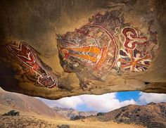 MessageToEagle.com –  The ancient Chumash cave paintings are not very beautiful, but simply amazing. The Chumash rock art is considered to be some of the most elaborate rock art tradition in the region and the paintings can be found in many caves and on cliffs in the mountains in southern California, North America. The cave …
