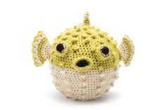 Crochet Puffer Fish  •  Free tutorial with pictures on how to make a fish plushie in 15 steps