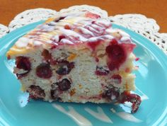 This Crock Pot Cranberry Orange Cake rises like a cake, with the consistency of a bar. With each bite you will taste not only the cranberries, but also the orange zest with the sweetness of the ora…