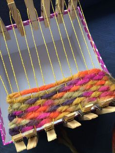 Carpet weave / weave for the dollhouse. Yarn Crafts, Fabric Crafts, Diy And Crafts, Crafts For Kids, Arts And Crafts, Paper Crafts, Weaving Loom Diy, Weaving Art, Tapestry Weaving