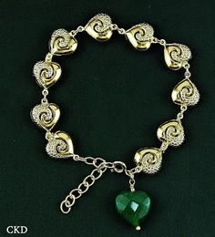 Pulseira corações com quartzo verde!! www.ckdsemijoias.com.br