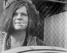 A roqueira Janis Joplin destacou-se como vocalista da banda Big Brother and the Holding Company, em e pouco antes de sua m Janis Joplin, Rock N Roll Music, Rock And Roll, Rainha Do Rock, Linda Ronstadt, Stock Foto, Blues Rock, Amy Winehouse, Jim Morrison