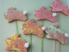 Easter Bunny Cookie Pops #baking #sugarcraft #kids